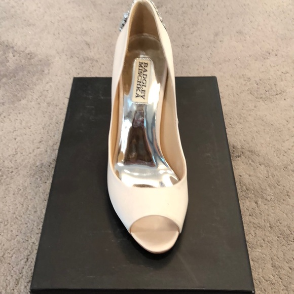 76ebec36224 Brand New Badgley Mischka Nilla Heel